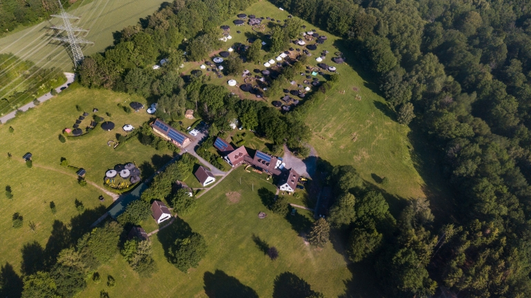 Our well-maintained eight-hectare campground offers the perfect camping terrain for each taste.